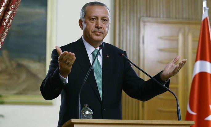 Erdogan erlässt sei erstes Dekret seit Einführung des Ausnahmezustands.
