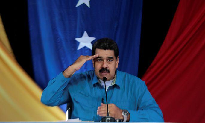 Der venezolanische Staatschef Maduro klammert sich noch an die Macht, aber der Druck auf ihn wird immer stärker.