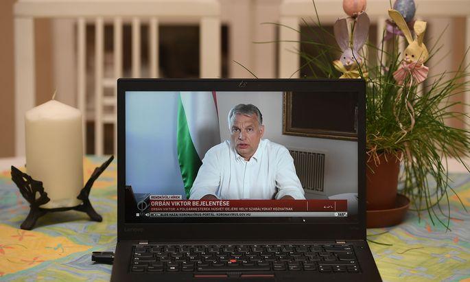 Viktor Orbán nutzt das Internet für seine Botschaften. Aber wehe, wenn er im Netz kritisiert wird.