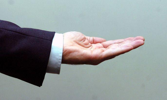 Es gibt breite Möglichkeiten, bestechliche Amtsträger zu verurteilen. Sogar, wenn sie für korrektes Handeln Geld nehmen.
