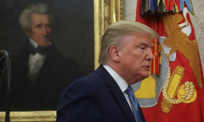 Donald Trump wird beschuldigt, die Macht seines Amtes missbraucht zu haben