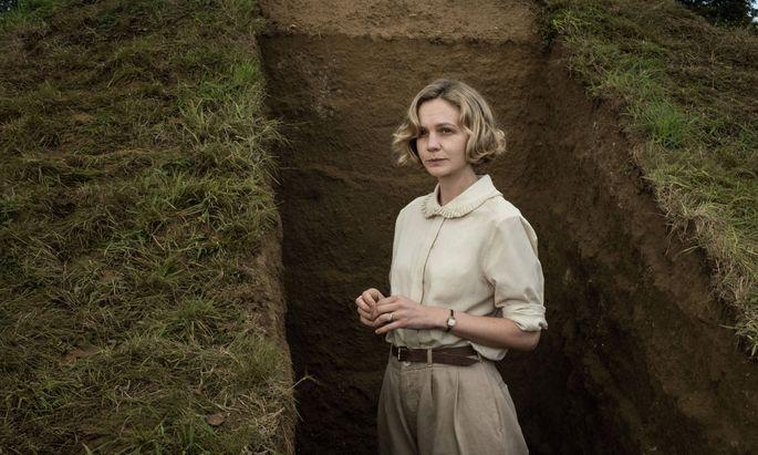 """Carey Mulligan in """"The Dig""""."""