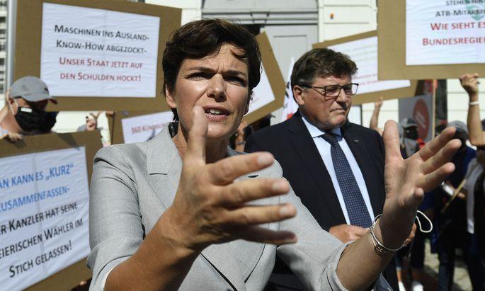 fSPÖ-Chefin Pamela Rendi-Wagner bei einer Protestaktion der ATB-Beschäftigen