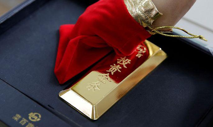 Archivbild: Ein Kilogramm Gold in einem Pekinger Juweliergeschäft.