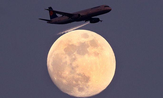 Ab Samstag dürfen wieder Passagierflugzeuge aus 18 Staaten in Österreich landen (Archivbild).