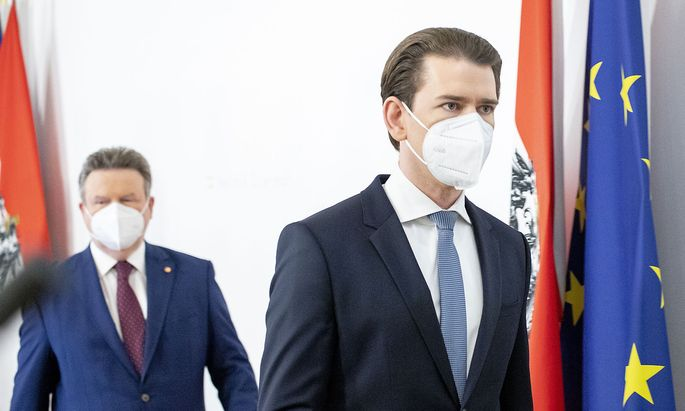 Bürgermeister und Landeshauptmann Michael Ludwig (hinten) und Kanzler Sebastian Kurz nach der Verkündung der Corona-Verschärfungen.