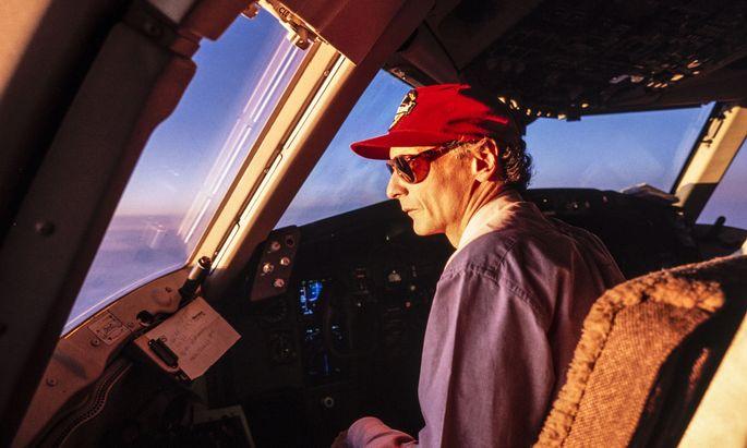 Das waren noch Zeiten, als Niki Lauda selbst die Jets pilotierte. Jetzt zieht er die Fäden aus dem Chefsessel.