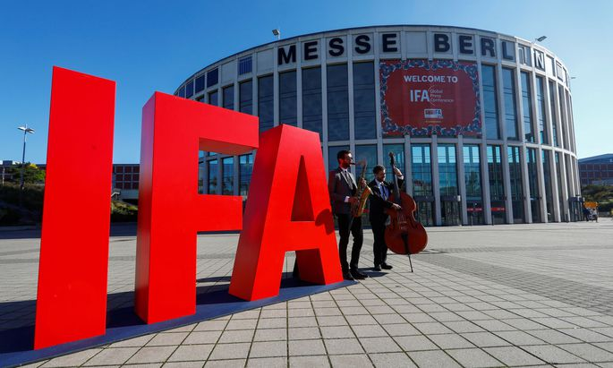 Sanfte Jazztöne erwarten die wenigen Besucher der IFA in Berlin.