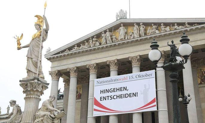 Symbolbild: Plakat am Parlament zum Wahlaufruf anlässlich der Nationalratswahl am 15. Oktober 2017