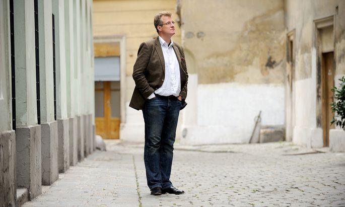 """Philipp Blom vertraut für Umbruchsphasen auf die Kraft neuer Bilder und Geschichten. Am heutigen Montag erscheint sein Buch """"Das große Welttheater""""."""