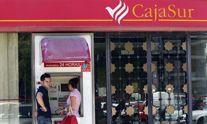 Spanische Sparkassen fallen durch