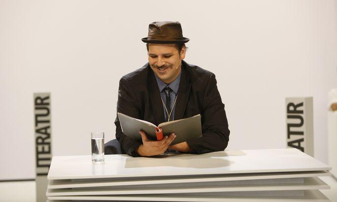 """Der 1985 in Graz geborene Theaterautor Ferdinand Schmalz rockte das ORF-Theater mit dem Text """"mein lieblingstier heißt winter""""."""