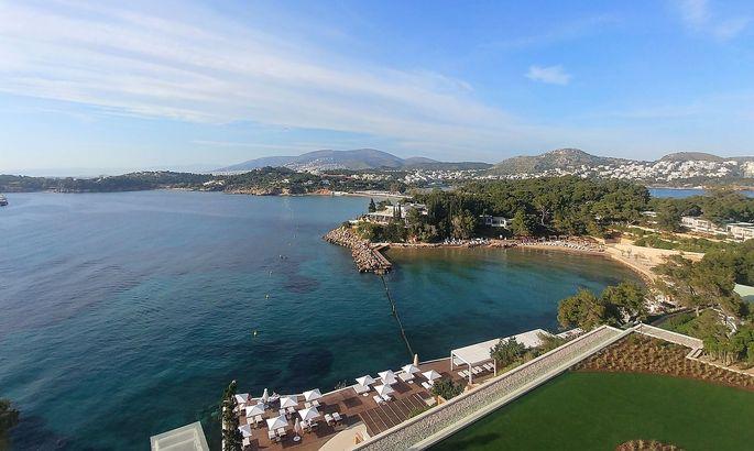 Das erste Resort der Luxushotelgruppe Four Seasons in Griechenland: auf der grünen Landzunge Astir, die sich vor dem mondänen Badeort Vouliagmeni ins Meer erstreckt.