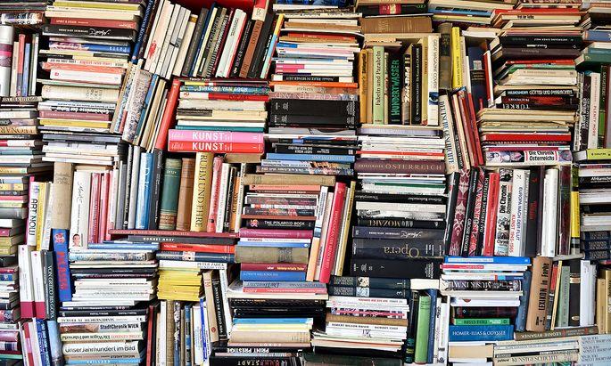 Bücherregal als Hintergrund für die Online-Konferenz- nun ja.