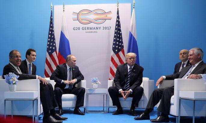 Russisch-amerikanischer Gipfel am Rande des G-20-Meetings. Kremlchef Wladimir Putin und US-Präsident Donald Trump trafen in Hamburg erstmals aufeinander.