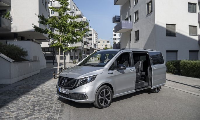 """Nahezu lautlos und Platz für sieben Passagiere: Mercedes EQV in der """"Seestadt"""" Wien Aspern."""