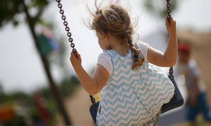 Symbolbild. Hat ein Kind ein Recht auf junge Eltern?