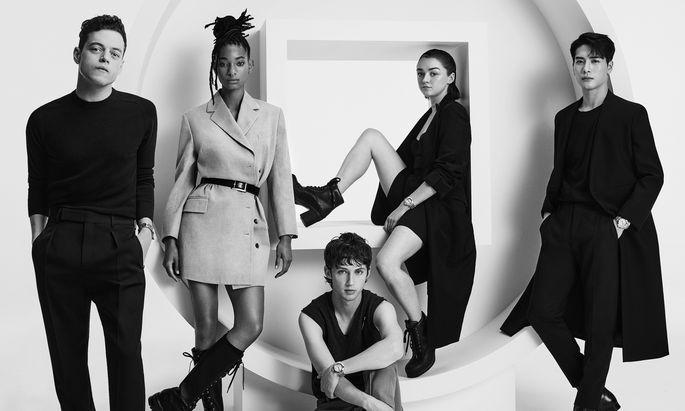 Zeitreisende. Rami Malek, Willow Smith, Troye Sivan, Maisie Williams und Jackson Wang (v. l).