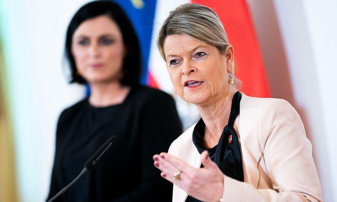 Zivildienstministerin Elisabeth Köstinger und Verteidigungsministerin Klaudia Tanner (beide ÖVP)