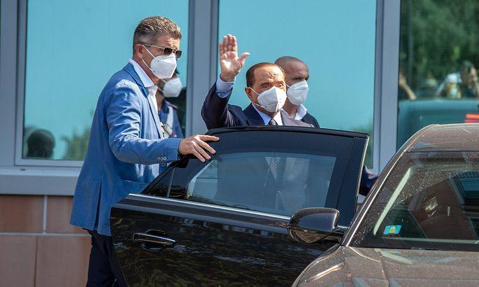 Milan, Silvio Berlusconi s dismissal from the San Raffaele hospital following hospitalization for positivity to Covid E