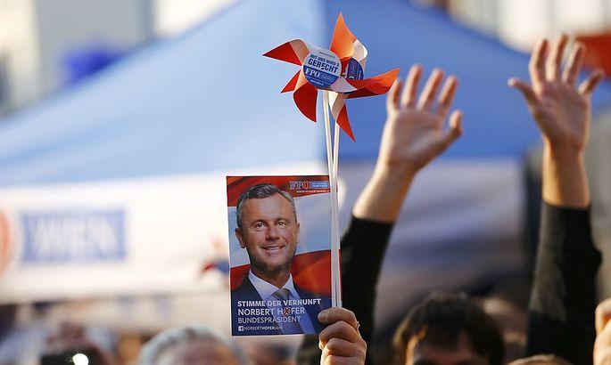 Walkampf-Abschluss des FPÖ-Kandidaten Norbert Hofer am Viktor Adler Markt am vergangenen Freitag.