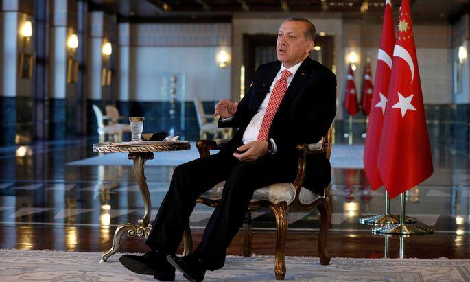 Das knappe Ergebnis des Verfassungsreferendums hat Recep Tayyip Erdoğan trotzdem gestärkt.