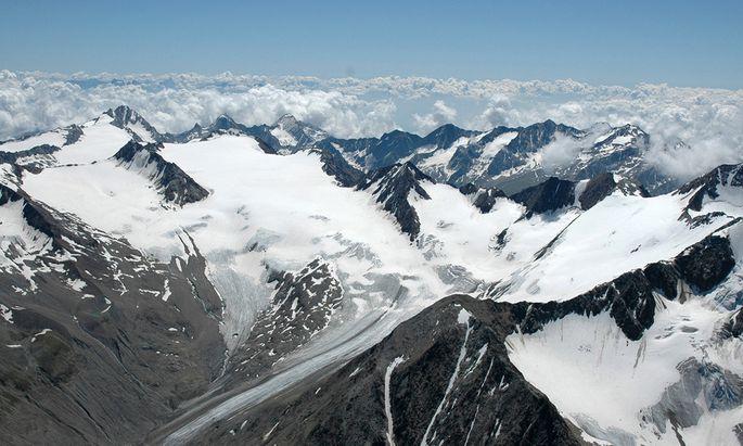 Am Schalfferner in den Ötztaler Alpen ist im Berichtsjahr 2012/13 ein Teil der Gletscherzunge eingebrochen, das Gletscherende ist daher um 173,3 Meter zurückgegangen.