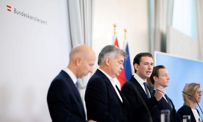 Die Regierungsspitze bei der Präsentation der Steuerreform am Sonntag.
