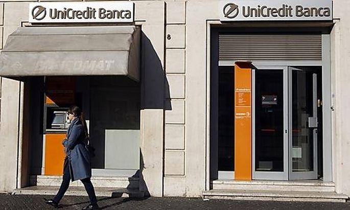 Fitch senkt das UniCredit-Rating