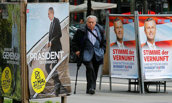 Archivbild: Wahlplakate der beiden Kandidaten