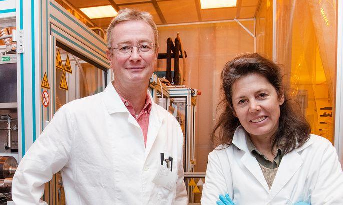 Dieter Nees und Barbara Stadlober setzen beim Nanoprägen auf recycelbare Materialien.