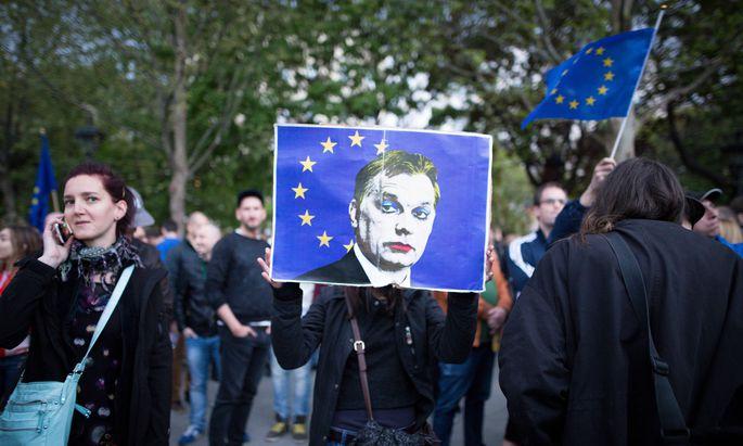 Proteste von proeuropäischen Orbán-Gegnern in Budapest.