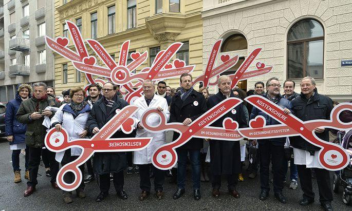 """Ärzteprotest - Streiktag gegen """"Ausrottung des Hausarztes"""""""