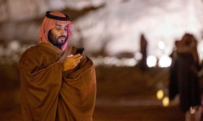 """Mohammed bin Salman, der saudische Kronprinz, stand seit Mai 2018 in Kontakt mit Jeff Bezos. Ein halbes Jahr später gelangte das Blatt """"National Enquirer"""" nach einem Hackerangriff zu pikanten Bezos- Fotos."""