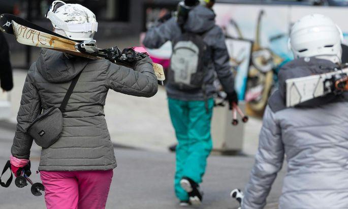 Skitouristen im März in Ischgl.