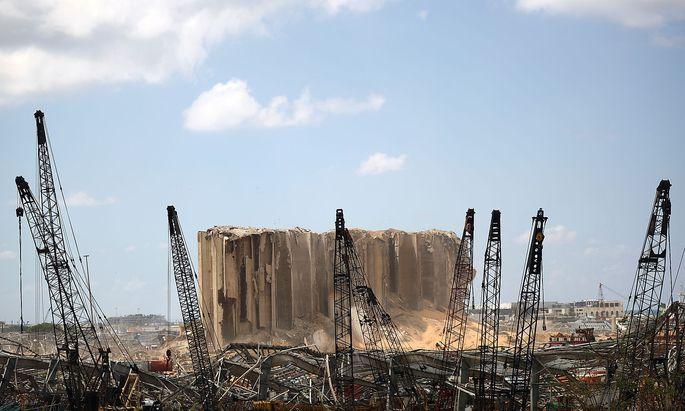 Seit der Explosionskatastrophe in Beirut steht der gescheiterte Staat Libanon im Fokus der Öffentlichkeit. Das macht Druck auf die Regierung.