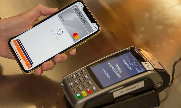Apple Pay funktioniert an allen Terminals, die auch NFC unterstützen.