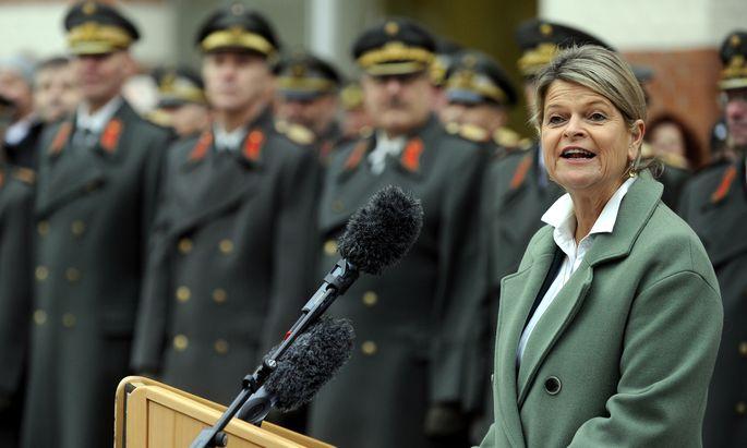 Klaudia Tanner übernahm gestern als erste Frau die Amtsgeschäfte eines österreichischen Verteidigungsministers.
