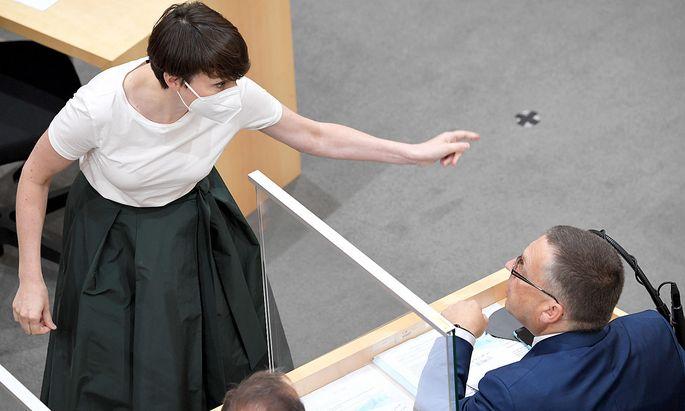 Die Grüne Klubobfrau Sigrid Maurer hatte die vergangenen Tage wohl heftige Diskussionen mit ihrem ÖVP-Gegenüber August Wöginger.