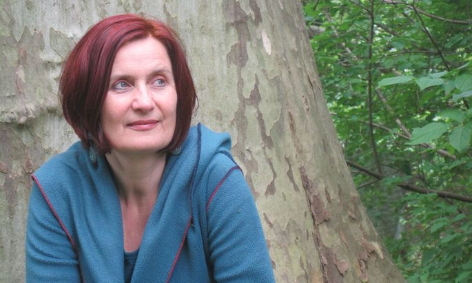 Ursula Wiegele spürt der Bereitschaft nach, mit der Menschen Freiheit und Selbstbestimmung aufgeben.