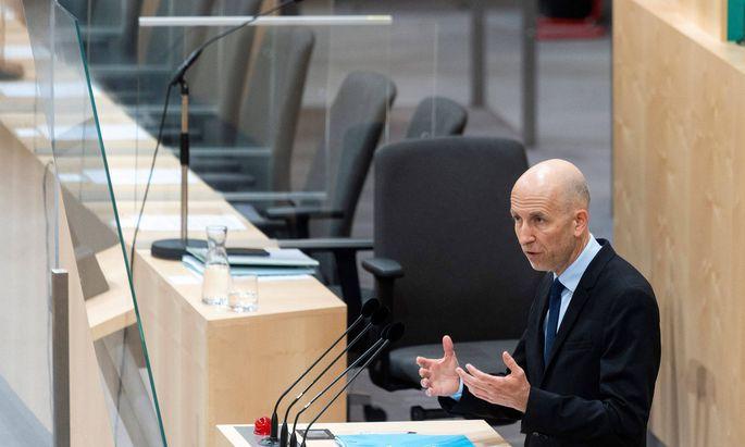 Arbeitsminister Martin Kocher (ÖVP) stellte sich das erste Mal einer parlamentarischen Fragestunde.