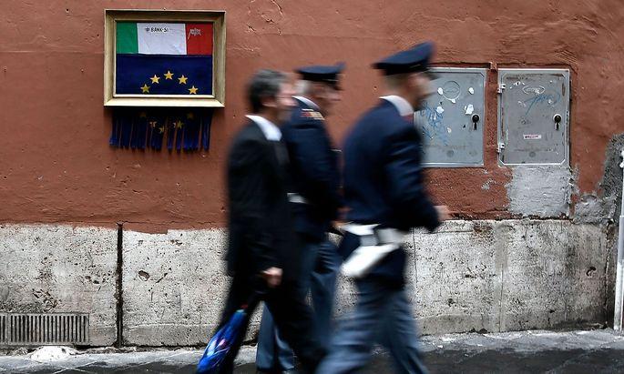 ITALY-EUROPE-ECONOMY-URBAN-STREET-ART