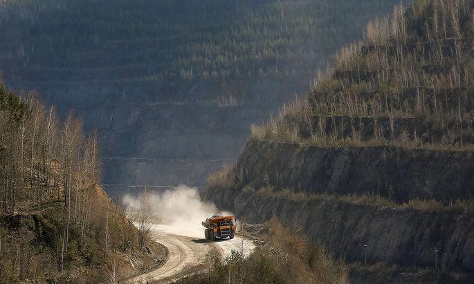 Ein Lastwagen bei einer von Rusal betriebenen Mine in der Region von Krasnojarsk