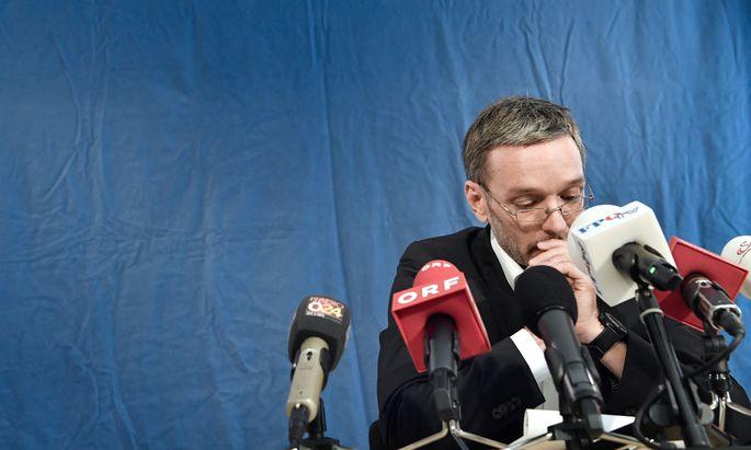 Kritik aus dem In- und Ausland kam am Dienstag an Minister Herbert Kickl. Dieser wies jede Verantwortung für die publik gewordenen Pläne von sich.