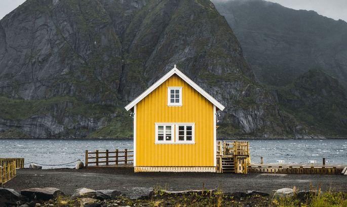 Abgelegenes Haus in der norwegischen Region Lofoten.