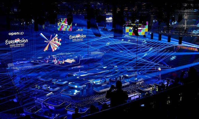 Im Ahoy Stadion in Rotterdam feilen die Techniker derzeit noch an den letzten Details, bevor die intensiven Proben der 39 Delegationen beginnen.