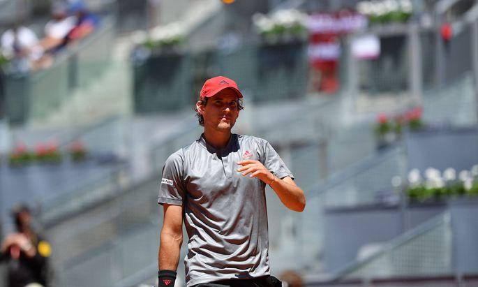 Dominic Thiem sucht 2021 vergeblich seine Topform. Nun kämpft der 27-Jährige auch noch mit körperlichen Problemen.
