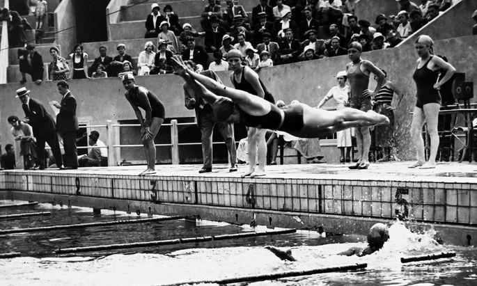 Schwimmwettkampf in Paris.
