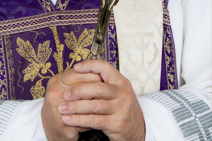Katholische Kirche Priester rufen