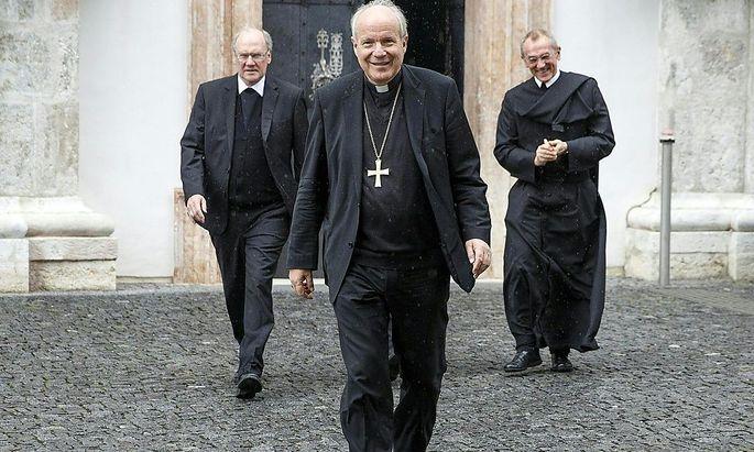 Kardinal Christoph Schönborn (Mitte) hat sich zur Homo-Ehe-Debatte in Italien zu Wort gemeldet.